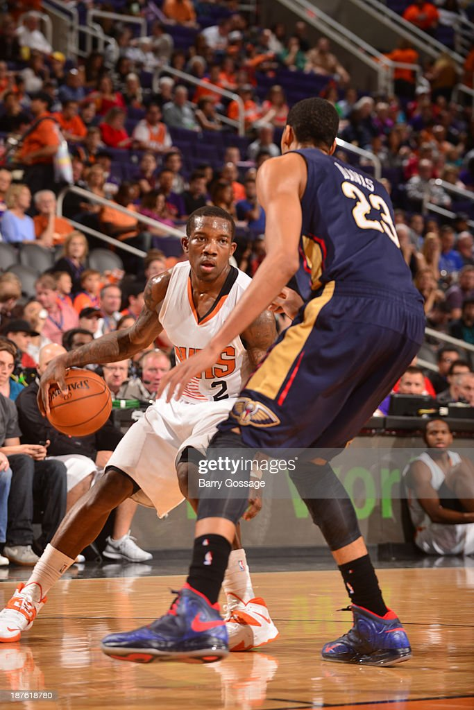<a gi-track='captionPersonalityLinkClicked' href=/galleries/search?phrase=Eric+Bledsoe&family=editorial&specificpeople=6480906 ng-click='$event.stopPropagation()'>Eric Bledsoe</a> #2 of the Phoenix Suns drives against Anthony Davis #23 of the New Orleans Pelicans on November 10, 2013 at U.S. Airways Center in Phoenix, Arizona.