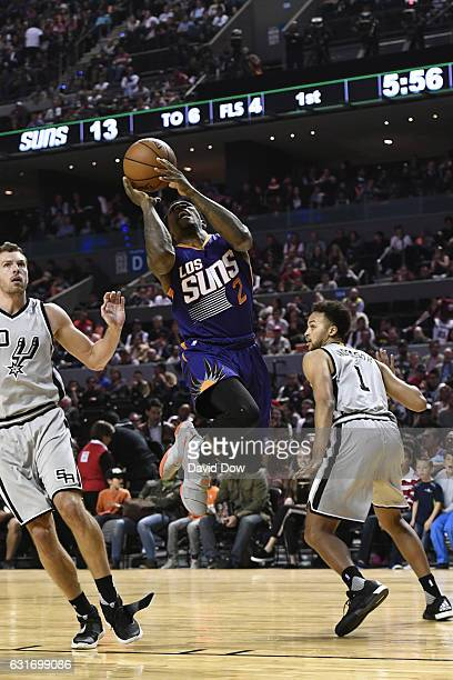 Eric Bledsoe of the Phoenix Suns drives to the basket against the San Antonio Spurs as part of NBA Global Games at Arena Ciudad de Mexico on January...