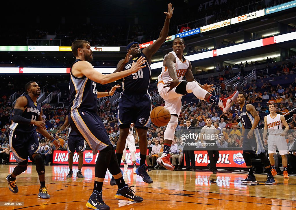 <a gi-track='captionPersonalityLinkClicked' href=/galleries/search?phrase=Eric+Bledsoe&family=editorial&specificpeople=6480906 ng-click='$event.stopPropagation()'>Eric Bledsoe</a> #2 of the Phoenix Suns passes the ball around <a gi-track='captionPersonalityLinkClicked' href=/galleries/search?phrase=Zach+Randolph&family=editorial&specificpeople=201595 ng-click='$event.stopPropagation()'>Zach Randolph</a> #50 and <a gi-track='captionPersonalityLinkClicked' href=/galleries/search?phrase=Marc+Gasol&family=editorial&specificpeople=661205 ng-click='$event.stopPropagation()'>Marc Gasol</a> #33 of the Memphis Grizzlies during the first half of the NBA game at US Airways Center on November 5, 2014 in Phoenix, Arizona.