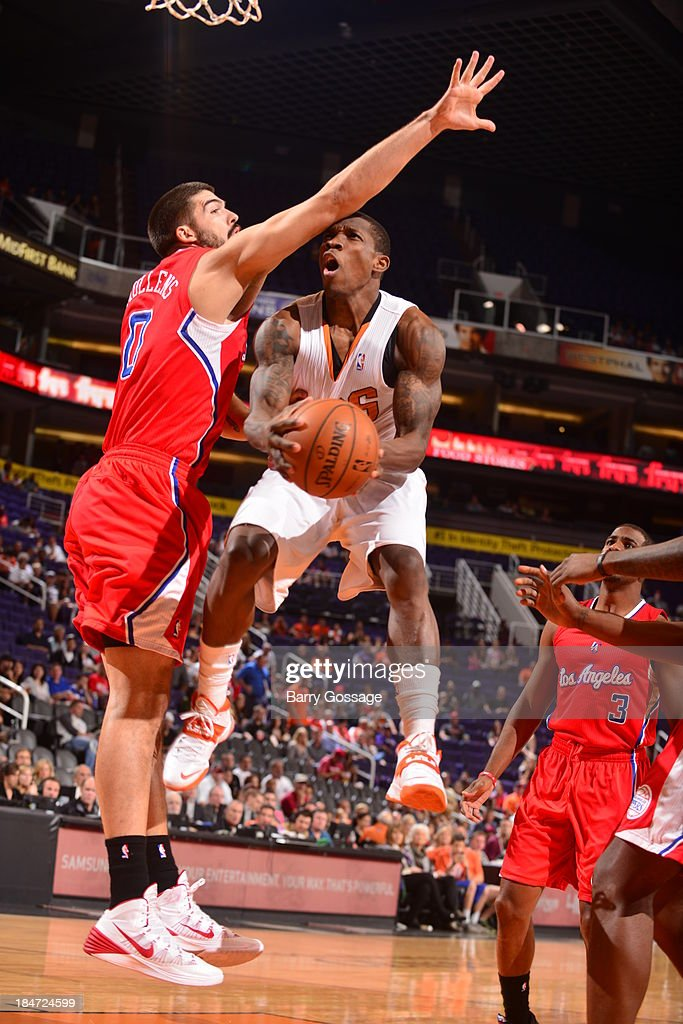 <a gi-track='captionPersonalityLinkClicked' href=/galleries/search?phrase=Eric+Bledsoe&family=editorial&specificpeople=6480906 ng-click='$event.stopPropagation()'>Eric Bledsoe</a> #2 of the Phoenix Suns shoots against Byron Mullens #0 of the Los Angeles Clipper on October 15, 2013 at U.S. Airways Center in Phoenix, Arizona.