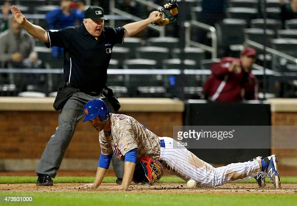 Eric Campbell of the New York Mets scores the game winning run on a hit by John Mayberry Jr #44 of the New York Mets in the 14th innign against the...