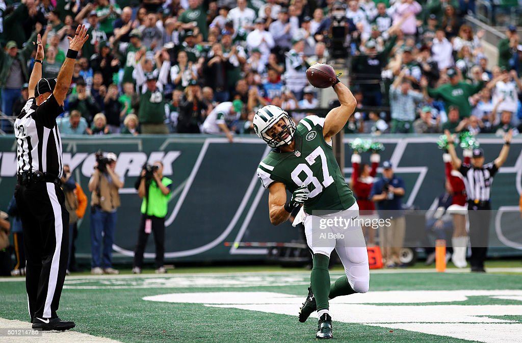 <a gi-track='captionPersonalityLinkClicked' href=/galleries/search?phrase=Eric+Decker&family=editorial&specificpeople=3950667 ng-click='$event.stopPropagation()'>Eric Decker</a> #87 of the New York Jets celebrates scoring a touchdown in the first quarter against the Tennessee Titans during their game at MetLife Stadium on December 13, 2015 in East Rutherford, New Jersey.