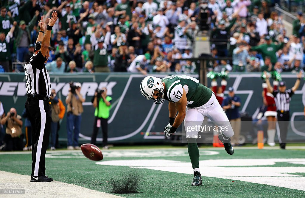 Eric Decker #87 of the New York Jets celebrates scoring a touchdown in the first quarter against the Tennessee Titans during their game at MetLife Stadium on December 13, 2015 in East Rutherford, New Jersey.