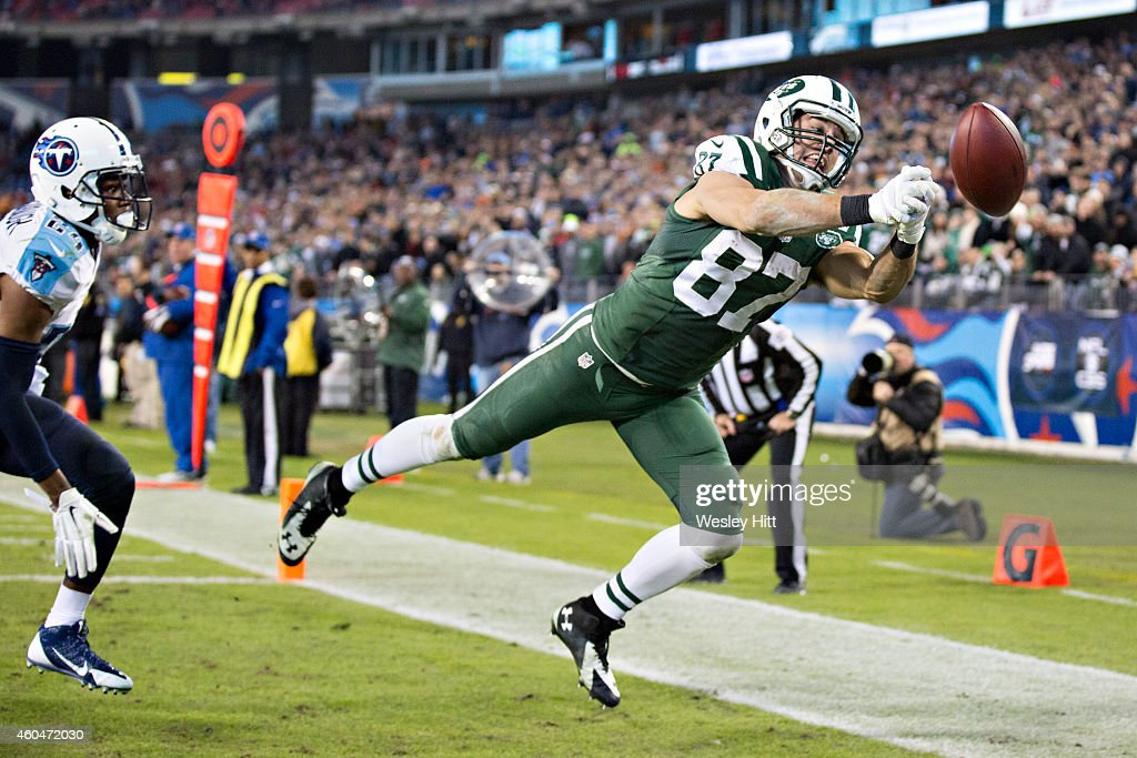 Eric Decker #87 of the New York Jets misses a pass in the end zone of the third quarter of a game against the Tennessee Titans at LP Field on December 14, 2014 in Nashville, Tennessee. The Jets defeated the Titans 16-11.