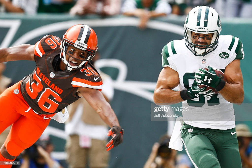 Eric Decker #87 of the New York Jets pulls in a touchdown in front of K'Waun Williams #36 of the Cleveland Browns during the game at MetLife Stadium on September 13, 2015 in East Rutherford, New Jersey.