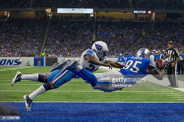 Eric Ebron of the Detroit Lions attempts a diving catch in front of Da'Norris Searcy of the Tennessee Titans during an NFL game at Ford Field on...