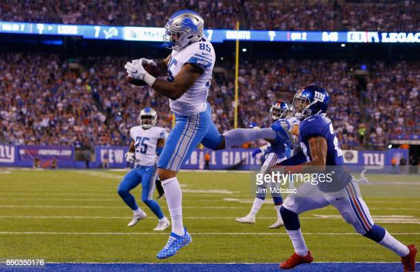 Eric Ebron of the Detroit Lions hauls in a touchdown reception against Darian Thompson of the New York Giants on September 18 2017 at MetLife Stadium...