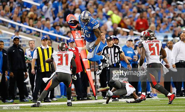 Eric Ebron of the Detroit Lions makes the catch and leaps over Johnthan Banks of the Tampa Bay Buccaneers during the third quarter of the game at...
