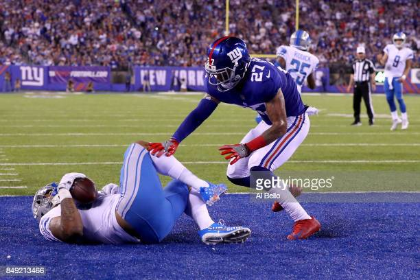Eric Ebron of the Detroit Lions scores a 7 yard touchdown against Darian Thompson of the New York Giants in the second quarter during their game at...