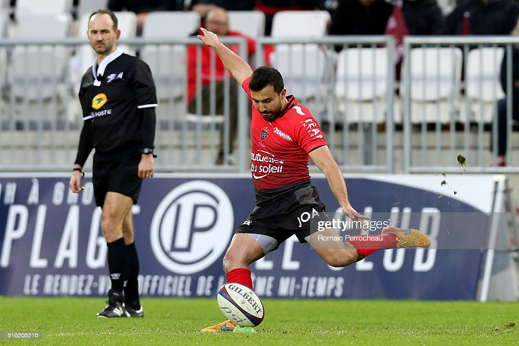 Eric Escandre of RC Toulon takes a penalty kick during the Top 14 rugby match between Union Bordeaux Begles and RC Toulon at Stade Matmut Atlantique on February 14, 2016 in Bordeaux, France.