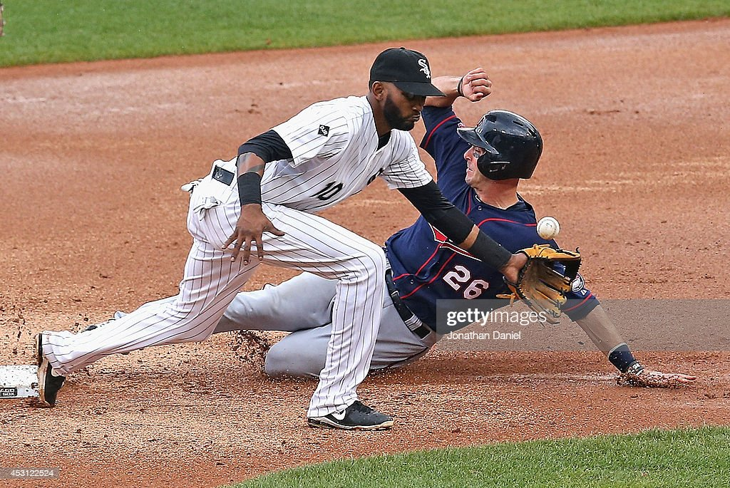 Eric Fryer #26 of the Minnesota Twins steals second base in the 2nd inning as Alexei Ramirez #10 of the Chicago White Sox misses the throw at U.S. Cellular Field on August 3, 2014 in Chicago, Illinois.
