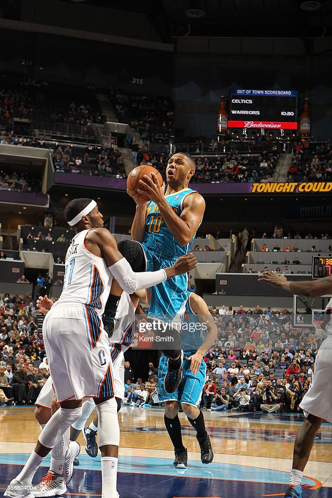 Eric Gordon #10 of the New Orleans Hornets goes to the basket against Hakim Warrick #21 of the Charlotte Bobcats at the Time Warner Cable Arena on December 29, 2012 in Charlotte, North Carolina.