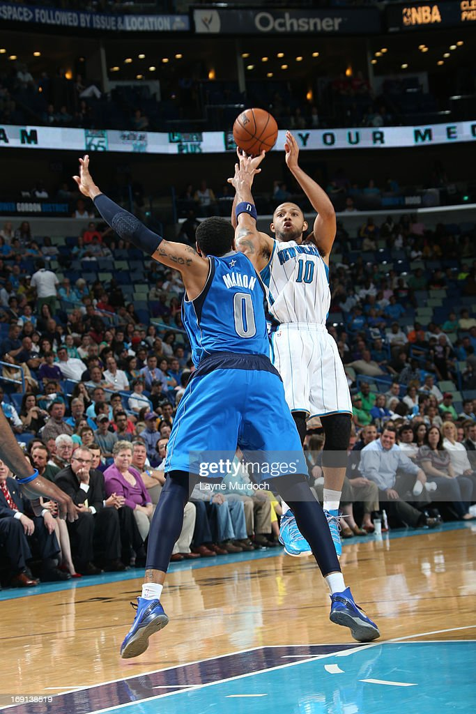 <a gi-track='captionPersonalityLinkClicked' href=/galleries/search?phrase=Eric+Gordon+-+Basketball+Player&family=editorial&specificpeople=4212733 ng-click='$event.stopPropagation()'>Eric Gordon</a> #10 of the New Orleans Hornets shoots against <a gi-track='captionPersonalityLinkClicked' href=/galleries/search?phrase=Shawn+Marion&family=editorial&specificpeople=201566 ng-click='$event.stopPropagation()'>Shawn Marion</a> #0 of the Dallas Mavericks on April 14, 2013 at the New Orleans Arena in New Orleans, Louisiana.