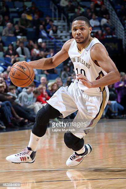 Eric Gordon of the New Orleans Pelicans dribbles up the court against the Golden State Warriors during an NBA game on January 18 2014 at the New...