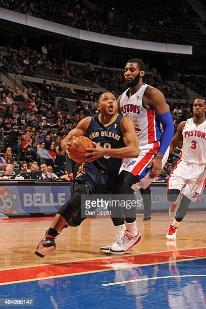 Eric Gordon of the New Orleans Pelicans drives to the basket against the Detroit Pistons on January 24 2014 at The Palace of Auburn Hills in Auburn...