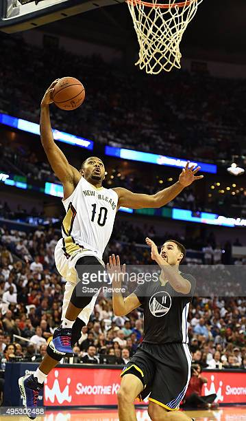 Eric Gordon of the New Orleans Pelicans drives to the basket against Klay Thompson of the Golden State Warriors during a game at the Smoothie King...