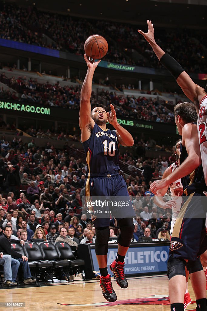 <a gi-track='captionPersonalityLinkClicked' href=/galleries/search?phrase=Eric+Gordon&family=editorial&specificpeople=4212733 ng-click='$event.stopPropagation()'>Eric Gordon</a> #10 of the New Orleans Pelicans shoots against the Chicago Bulls on December 2, 2013 at the United Center in Chicago, Illinois.