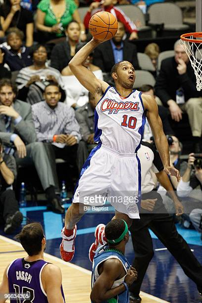Eric Gordon of the Sophomores dunks against Johnny Flynn of the Rookies during the TMobile Rookie Challenge on February 12 2010 at the American...