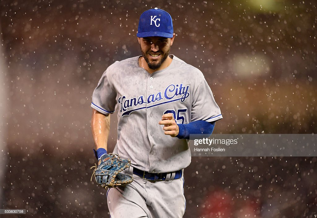 Eric Hosmer #35 of the Kansas City Royals runs off the field as a rain delay is called by second base umpire Jeff Kellogg #8 during the third inning of the game on May 23, 2016 at Target Field in Minneapolis, Minnesota.