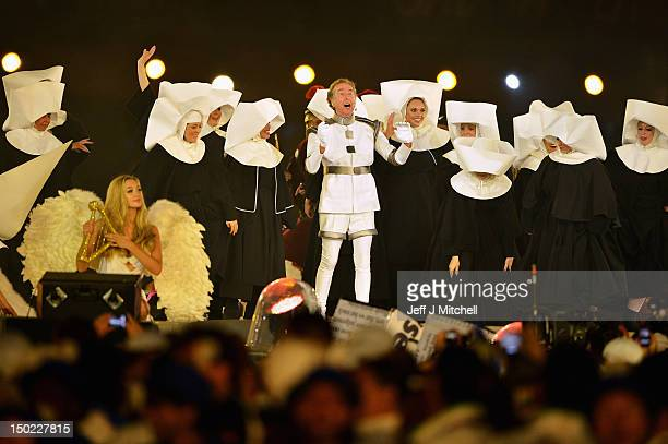 Eric idle stock photos and pictures getty images for Holy grail farcical aquatic ceremony