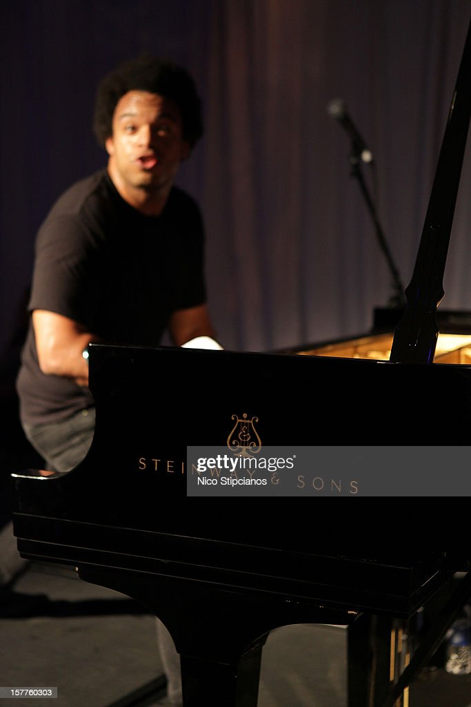 Eric Lewis ELEW performs on stage atat The Perry on December 5, 2012 in Miami Beach, Florida.