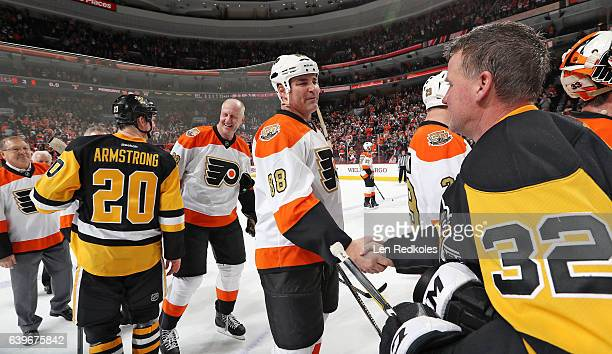 Eric Lindros of the Philadelphia Flyers Alumni shakes the hand of Dave Hannan of the Pittsburgh Penguins Alumni following their game on January 14...