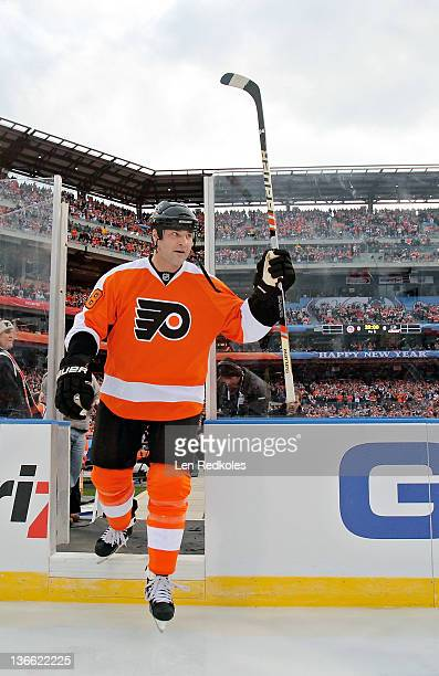 Eric Lindros of the Philadelphia Flyers salutes the crowd during player introductions before his game against the New York Rangers during the Alumni...