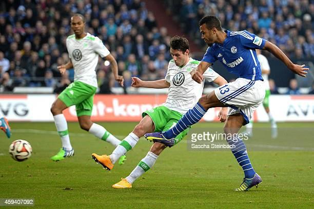 Eric Maxim ChoupoMoting of Schalke scores the opening goal during the Bundesliga match between FC Schalke 04 and VfL Wolfsburg at Veltins Arena on...