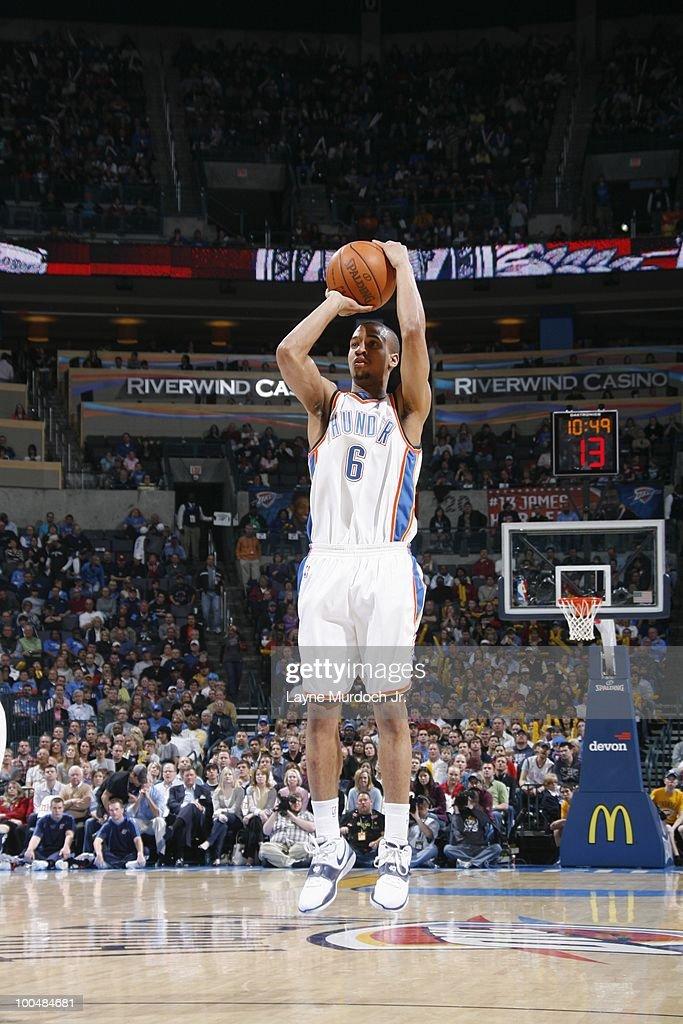 Eric Maynor #6 of the Oklahoma City Thunder shoots a jump shot against the Portland Trailblazers on March 28, 2010 at the Ford Center in Oklahoma City, Oklahoma.