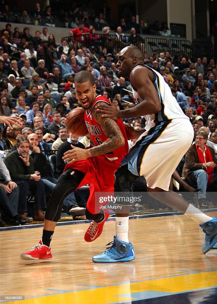 <a gi-track='captionPersonalityLinkClicked' href=/galleries/search?phrase=Eric+Maynor&family=editorial&specificpeople=4194194 ng-click='$event.stopPropagation()'>Eric Maynor</a> #6 of the Portland Trail Blazers drives to the basket against <a gi-track='captionPersonalityLinkClicked' href=/galleries/search?phrase=Quincy+Pondexter&family=editorial&specificpeople=4176540 ng-click='$event.stopPropagation()'>Quincy Pondexter</a> #20 of the Memphis Grizzlies on March 6, 2013 at FedExForum in Memphis, Tennessee.