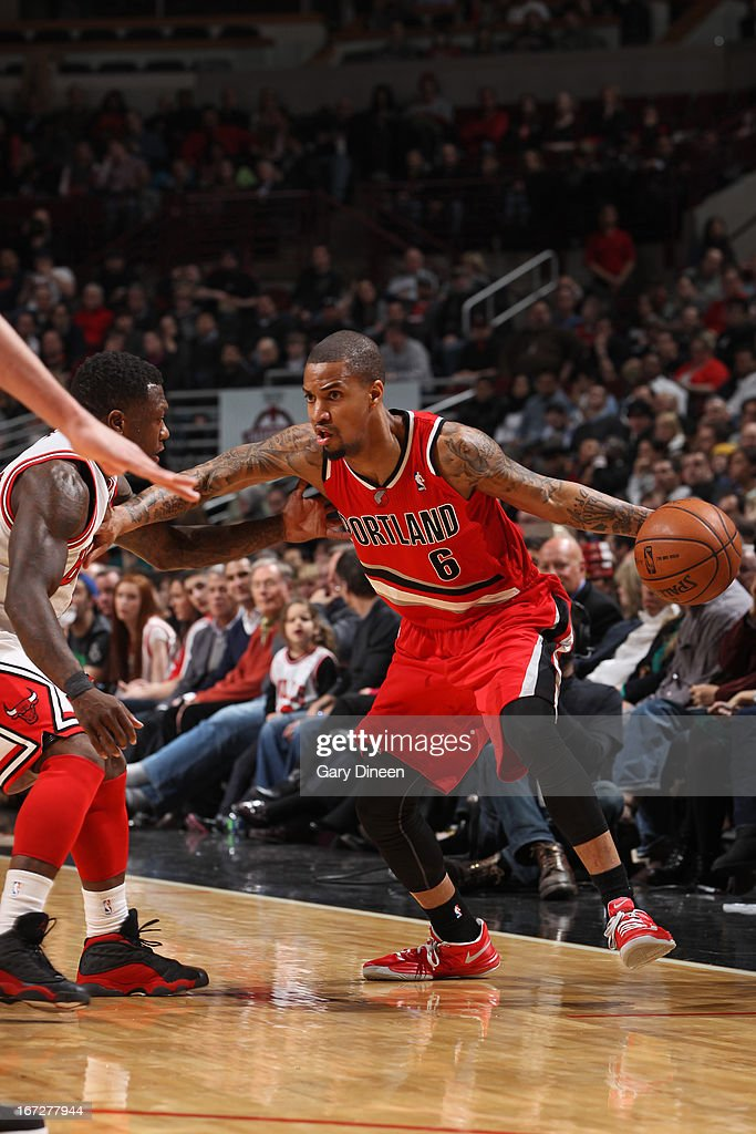 <a gi-track='captionPersonalityLinkClicked' href=/galleries/search?phrase=Eric+Maynor&family=editorial&specificpeople=4194194 ng-click='$event.stopPropagation()'>Eric Maynor</a> #6 of the Portland Trail Blazers drives to the basket against the Chicago Bulls on March 21, 2013 at the United Center in Chicago, Illinois.