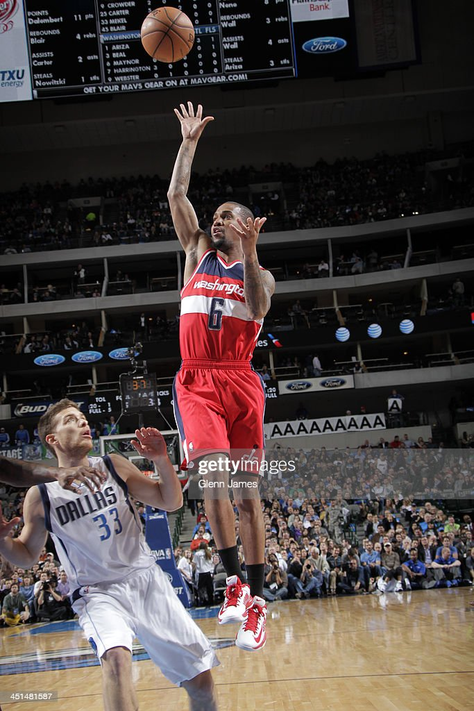<a gi-track='captionPersonalityLinkClicked' href=/galleries/search?phrase=Eric+Maynor&family=editorial&specificpeople=4194194 ng-click='$event.stopPropagation()'>Eric Maynor</a> #6 of the Washington Wizards drives to the basket against the Dallas Mavericks on November 12, 2013 at the American Airlines Center in Dallas, Texas.