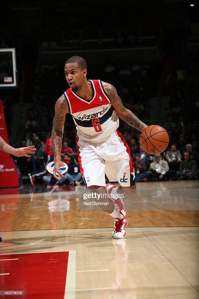 <a gi-track='captionPersonalityLinkClicked' href=/galleries/search?phrase=Eric+Maynor&family=editorial&specificpeople=4194194 ng-click='$event.stopPropagation()'>Eric Maynor</a> #6 of the Washington Wizards drives to the basket against the Minnesota Timberwolves during the game at the Verizon Center on November 19, 2013 in Washington, DC.