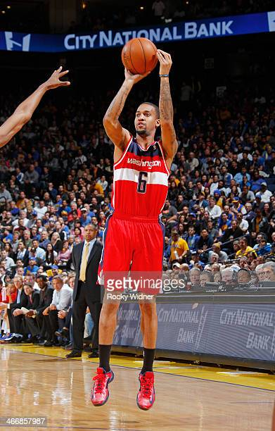 Eric Maynor of the Washington Wizards shoots against the Golden State Warriors on January 28 2014 at Oracle Arena in Oakland California NOTE TO USER...