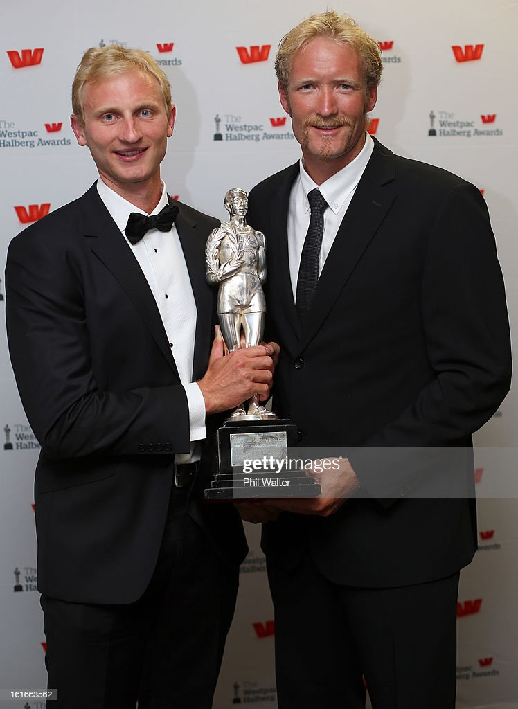 Eric Murray (R) and <a gi-track='captionPersonalityLinkClicked' href=/galleries/search?phrase=Hamish+Bond&family=editorial&specificpeople=761128 ng-click='$event.stopPropagation()'>Hamish Bond</a> (L) pose with the overall Halberg Award during the 2013 Halberg Awards at Vector Arena on February 14, 2013 in Auckland, New Zealand.