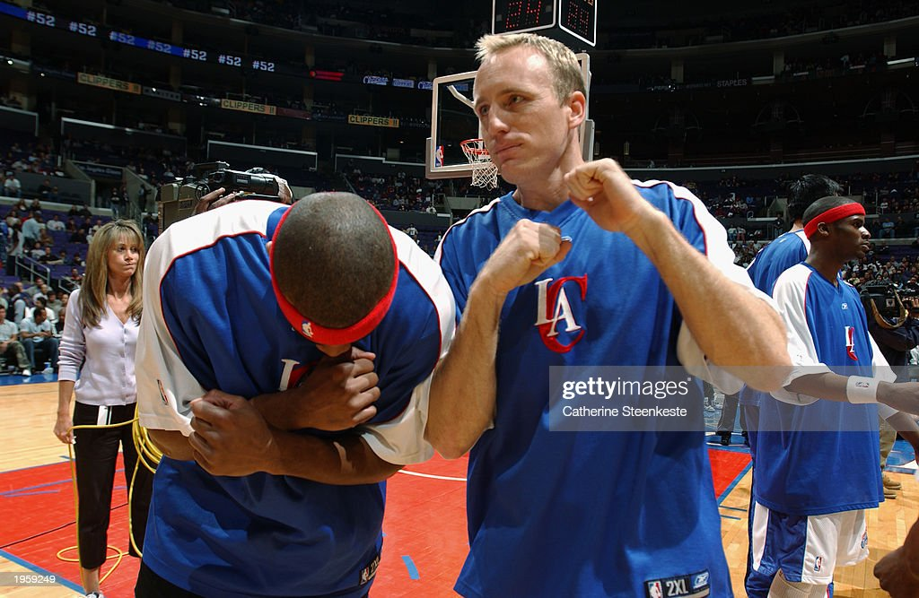 eric-piatkowski-of-the-los-angeles-clippers-motivates-his-teammates-picture-id1959249