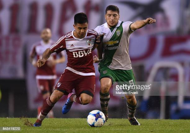 Eric Remedi of Banfield fights for the ball with Gonzalo Martinez of River Plate during a match between River Plate and Banfield as part of Superliga...