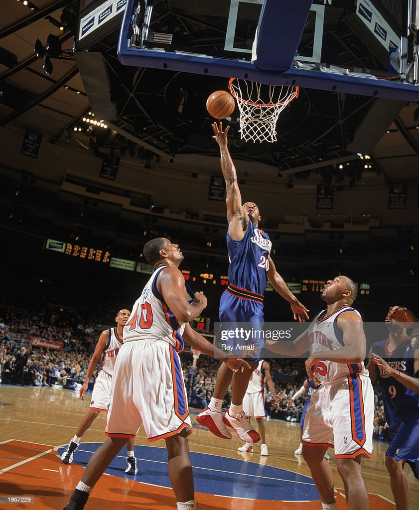 Eric Snow #20 of the Philadelphia 76ers takes the shot during the game against the New York Knicks at Madison Square Garden on April 11, 2003 in New York City, New York. The Knicks defeated the Sixers 108-103.