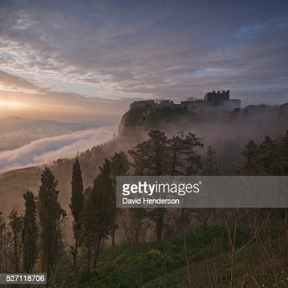 Erice's castle in early morning fog : Photo