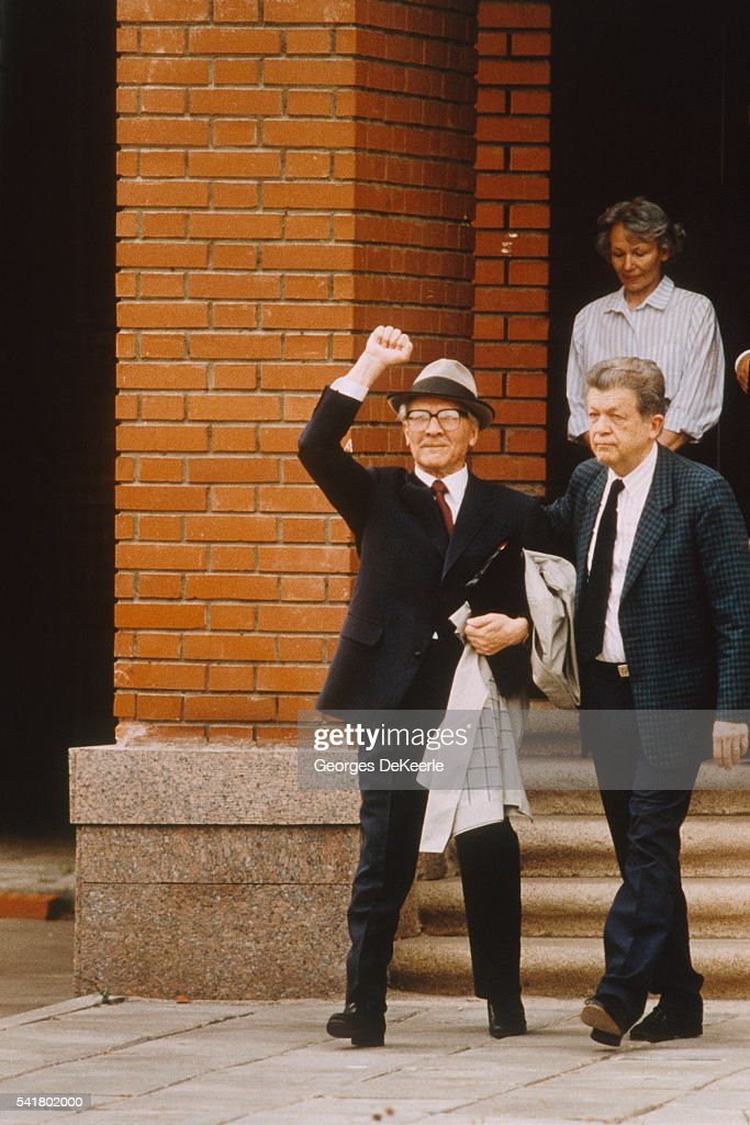 <a gi-track='captionPersonalityLinkClicked' href=/galleries/search?phrase=Erich+Honecker&family=editorial&specificpeople=209084 ng-click='$event.stopPropagation()'>Erich Honecker</a> Leaves Chilean Embassy