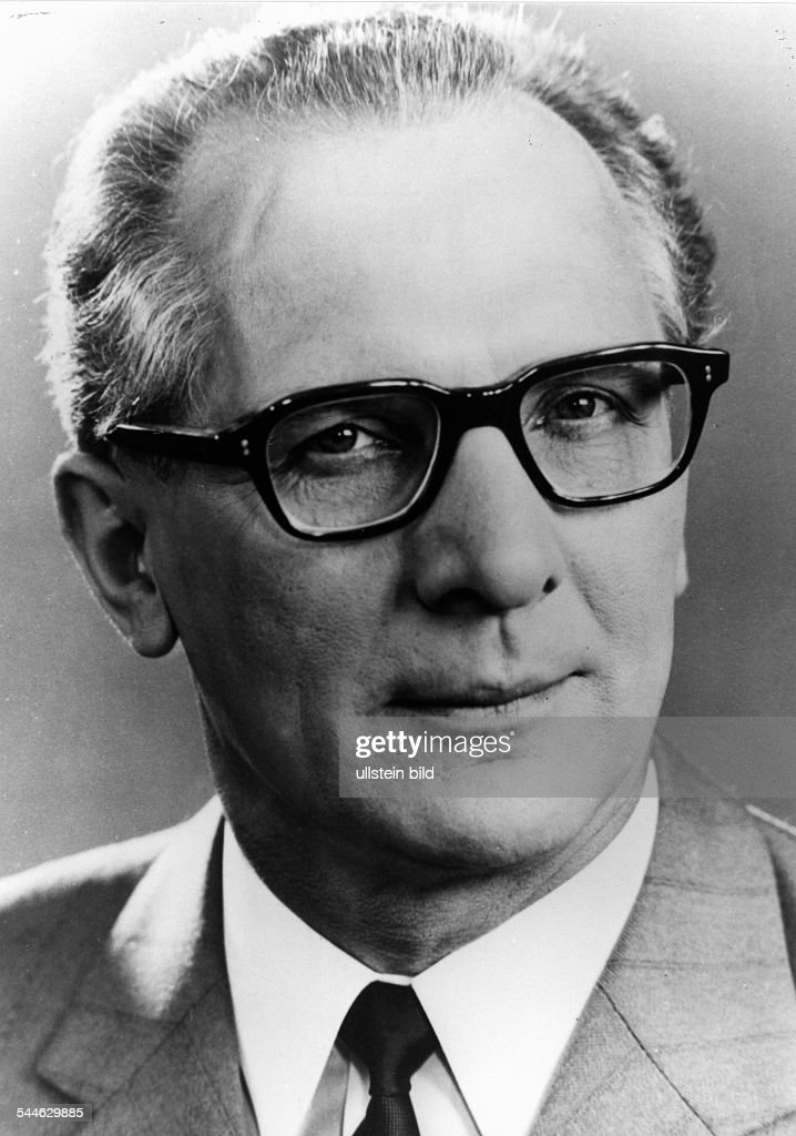 <a gi-track='captionPersonalityLinkClicked' href=/galleries/search?phrase=Erich+Honecker&family=editorial&specificpeople=209084 ng-click='$event.stopPropagation()'>Erich Honecker</a>, Mitglied des SED-Politbueros der DDR - 1963