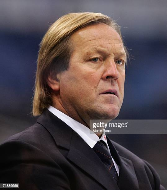 Erich Kuehnhackel headcoach of Straubing looks on during the DEL Bundesliga game between Hamburg Freezers and Straubing Tigers at the Color Line...