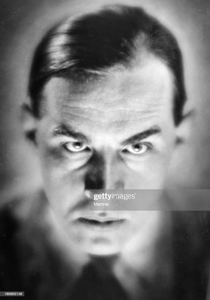 <a gi-track='captionPersonalityLinkClicked' href=/galleries/search?phrase=Erich+Maria+Remarque&family=editorial&specificpeople=894627 ng-click='$event.stopPropagation()'>Erich Maria Remarque</a> (1898-1970), German-born American writer, circa 1930.