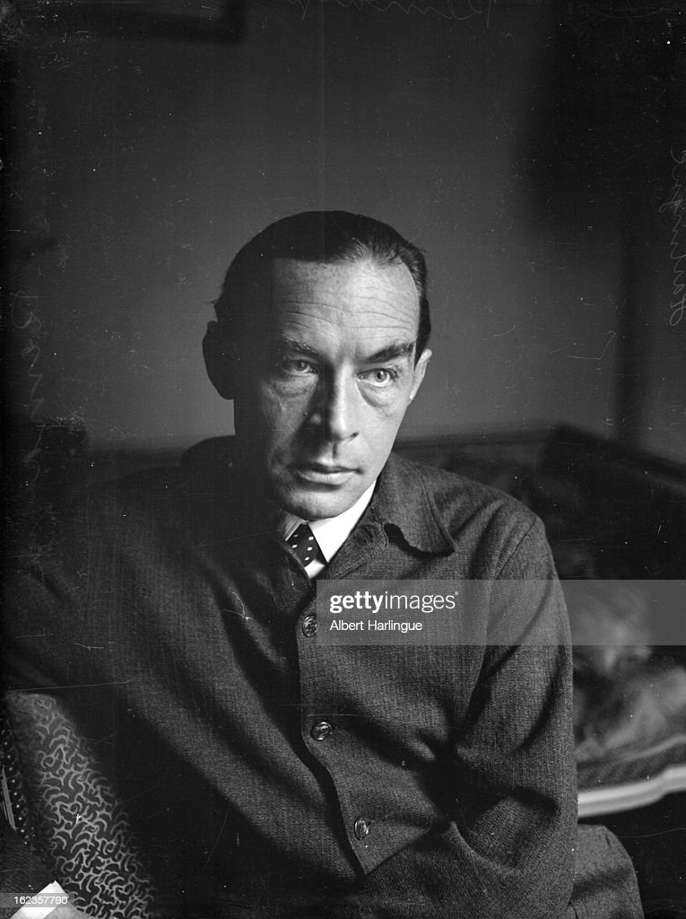<a gi-track='captionPersonalityLinkClicked' href=/galleries/search?phrase=Erich+Maria+Remarque&family=editorial&specificpeople=894627 ng-click='$event.stopPropagation()'>Erich Maria Remarque</a> (1898-1970), German-born American writer, circa 1950.