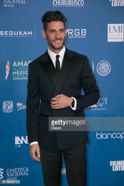 Erick Elias poses during during the 59th Ariel Awards Red Carpet at Palacio de Bellas Artes on July 11 2017 in Mexico City Mexico