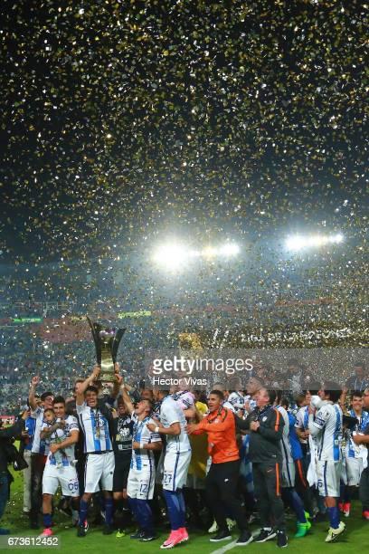 Erick Gutierrez Oscar Perez Emmanuel Garcia of Pachuca and teammates lift the trophy to celebrate after winning the Final second leg match between...