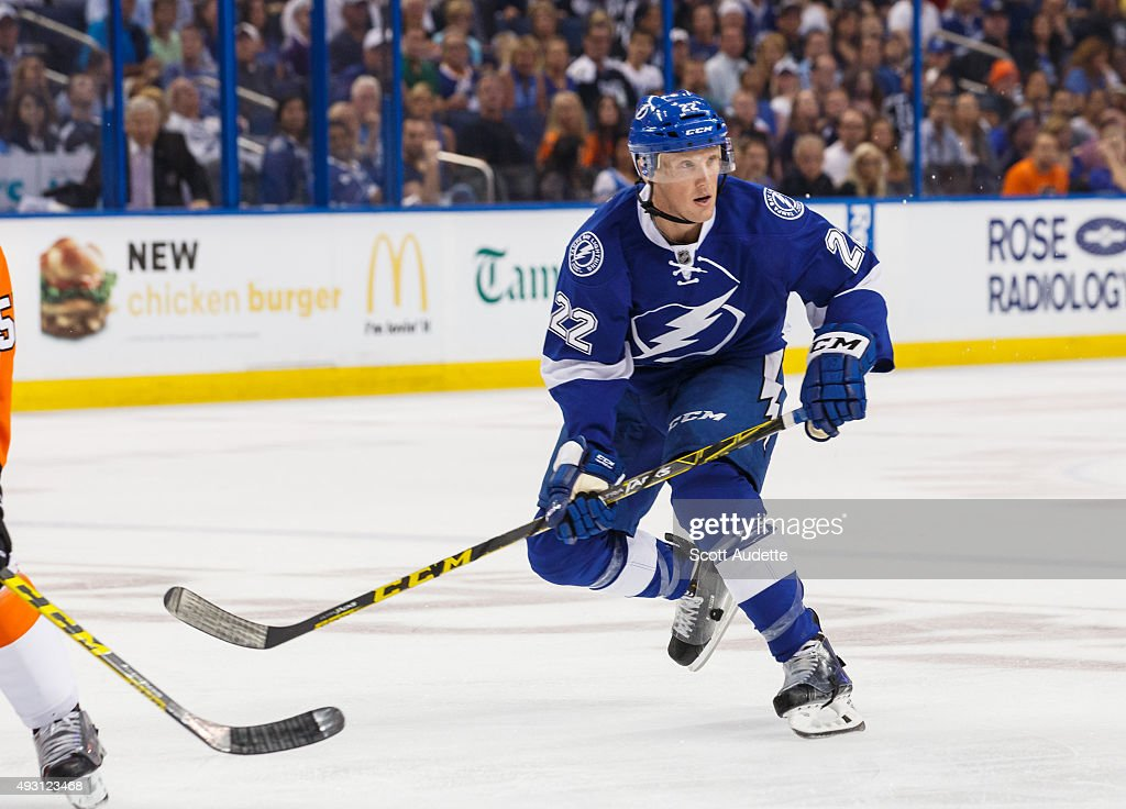 Erik Condra of the Tampa Bay Lightning skates against the Philadelphia Flyers at the Amalie Arena on October 8 2015 in Tampa Florida
