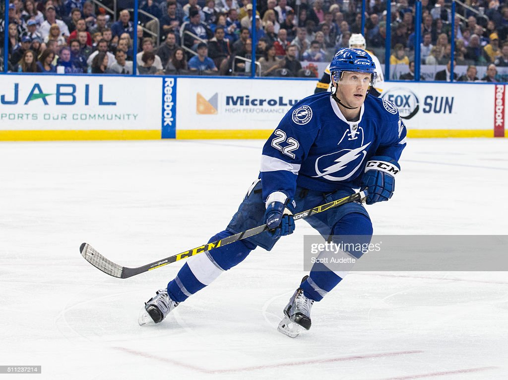 Erik Condra of the Tampa Bay Lightning skates against the Nashville Predators at the Amalie Arena on February 12 2016 in Tampa Florida