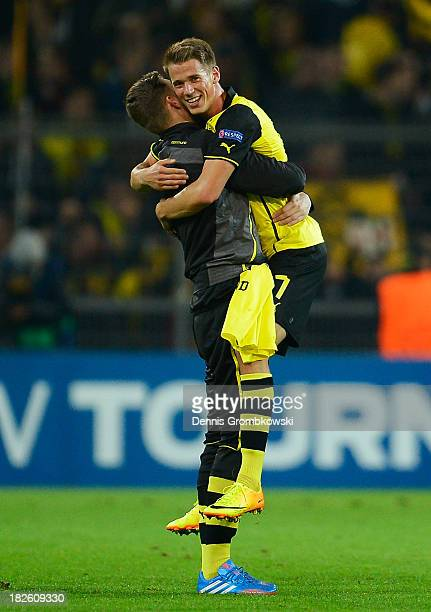 Eric Durm of Borussia Dortmund celebrates victory after the UEFA Champions League Group F match between Borussia Dortmund and Olympique de Marseille...