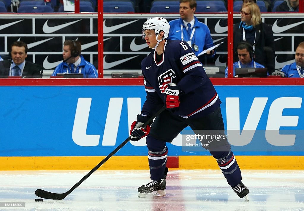 <a gi-track='captionPersonalityLinkClicked' href=/galleries/search?phrase=Erik+Johnson+-+Jugador+de+hockey+sobre+hielo&family=editorial&specificpeople=457696 ng-click='$event.stopPropagation()'>Erik Johnson</a> of USA skates wit the puck during the IIHF World Championship group H match between Latvia and USA at Hartwall Areena on May 5, 2013 in Helsinki, Finland.